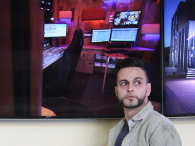 Davide-Spiga-vor-dem-tv-studio